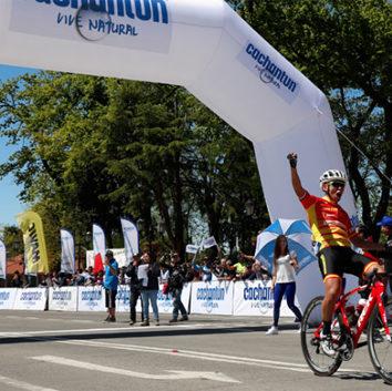 Adrián Alvarado líder en la Vuelta Chile 2017